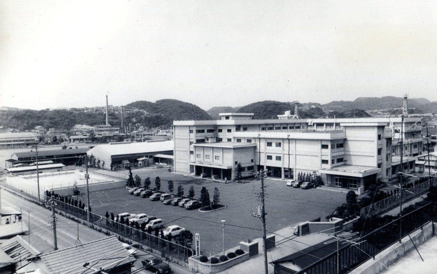1969年(昭和44年)4月満3年の歳月をかけて 完成した現在の鉄筋コンクリート校舎