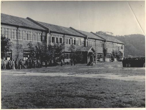 1944年(昭和19年)現校地に完成した校舎