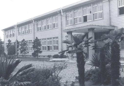 1958年(昭和33年)3月完工した木造本館