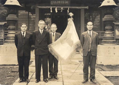 1964年(昭和39年)2月7日 校旗制定 入魂式 諏訪神社(中央駅下)