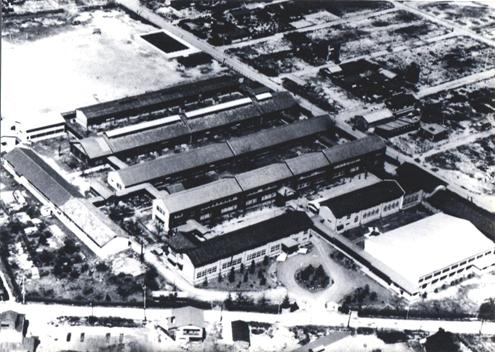 1964年(昭和39)体育館・プール等すべてが整った母校