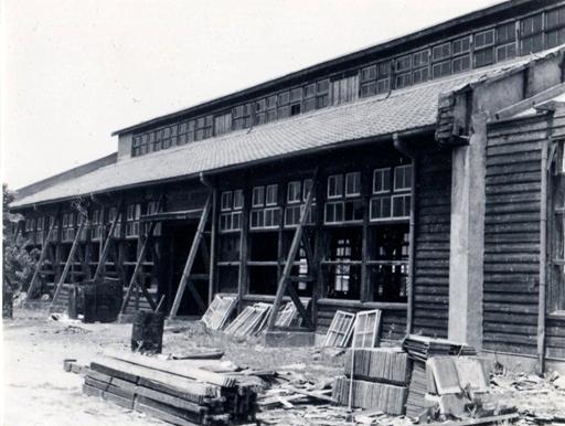 1967年(昭和42年)創立時の木造実習棟取り壊し