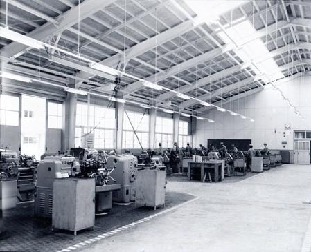 1966年(昭和41年)11月機械実習棟完成